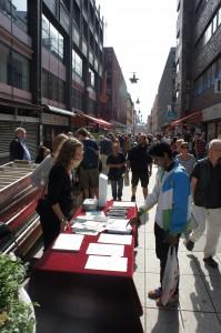 """Brevnoveller deltar i """"Världens längsta bokbord"""""""
