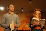 Filip Alexanderson och Sanna Sundqvist läser ur Erics texter
