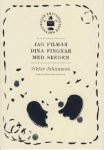 """Omslag till """"Jag filmar din fingrar med skeden"""" av Viktor Johansson"""