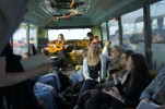 Elephant Oak spelar i bussen (!)
