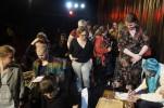 Publikrusning till signeringenn med Birgitta